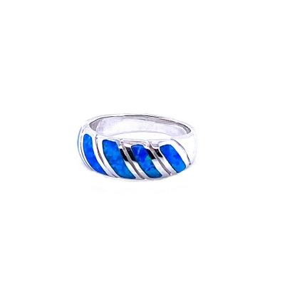 Pierścionek z niebieskim opalem