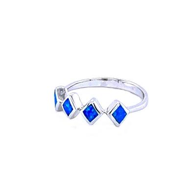 Pierścionek romby niebieski opal