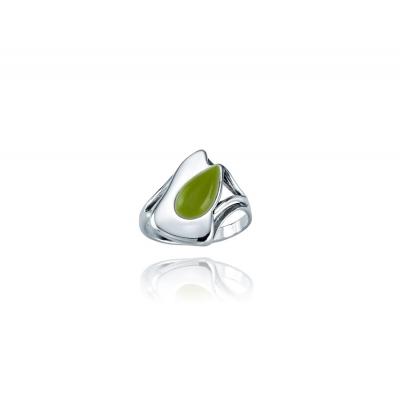Pierścionek z zielonym kamieniem