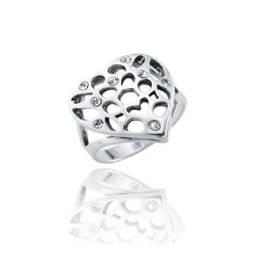 Pierścionek ażurowe serce z białymi cyrkoniami.